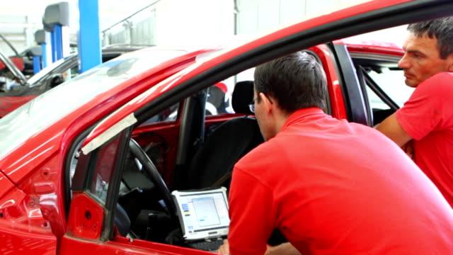 HD 720 Mechanics performing car diagnostics video