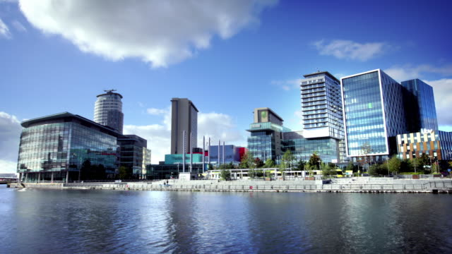 a salford quays media city, manchester, regno unito - manchester inghilterra video stock e b–roll