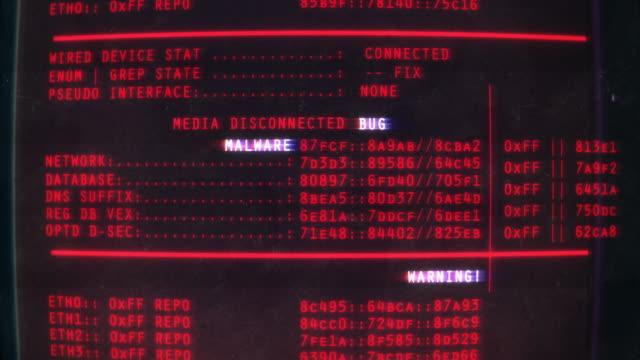 メディアが切断され、コンピュータ画面上のマルウェアテキスト、ハッキング、フィッシング、詐欺 - ウイルス対策ソフト点の映像素材/bロール