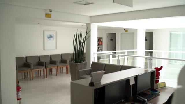 centro sanitario medico vuoto - ambulatorio medico video stock e b–roll