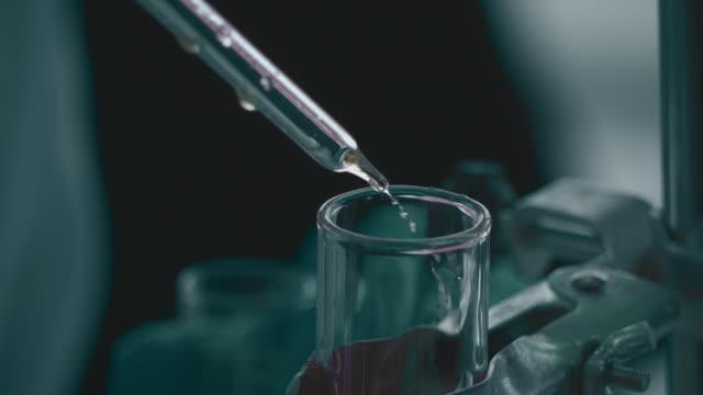 medicinskt laboratorium - test tube bildbanksvideor och videomaterial från bakom kulisserna
