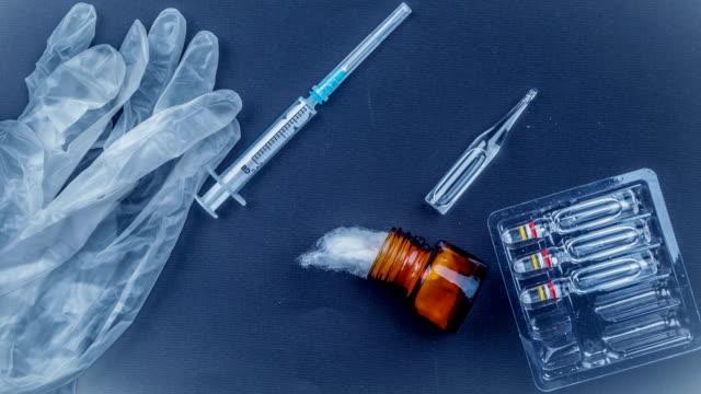 tıbbi nesneleri natürmort yukarıda da görüleceği - doping stok videoları ve detay görüntü çekimi
