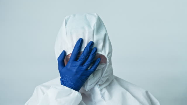 medical scientist ppe blue gloves facepalm gesture - google filmów i materiałów b-roll