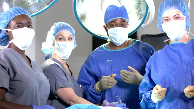 medical team in operating room - infermiera personale medico video stock e b–roll