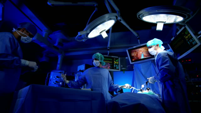 使用內窺鏡在手術室的醫療培訓小組 - surgeon 個影片檔及 b 捲影像