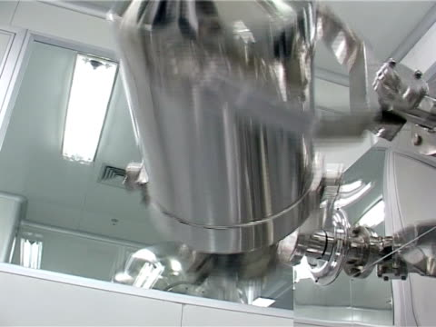 Medicine powder mixing machine. video