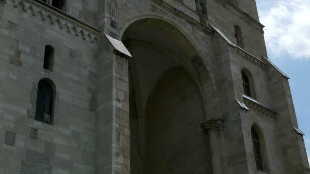 medeltida katolska katedralen - basilika katedral bildbanksvideor och videomaterial från bakom kulisserna