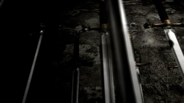 kılıçlı ortaçağ silahlar dolgu - ortaçağ stok videoları ve detay görüntü çekimi