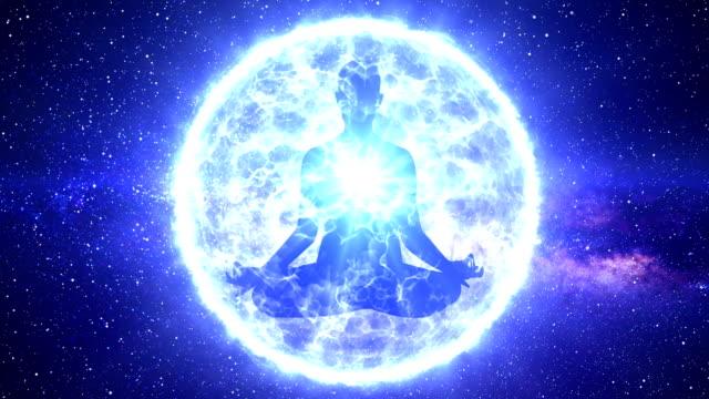 vídeos de stock e filmes b-roll de meditation astral aura yoga with blue chakras animation - buda
