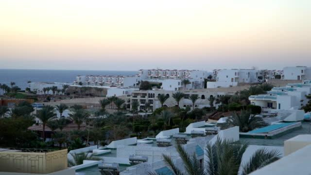 Mediterrane Architektur weißen und blauen Küste Gebäude – Video