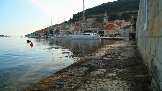 hd dolly: средиземноморский город - хорватия стоковые видео и кадры b-roll