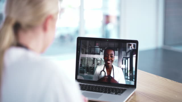 meetings don't have to be physical after all - collega d'ufficio video stock e b–roll