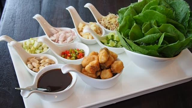 Meiang カムは、タイの北部の食品です。 ビデオ