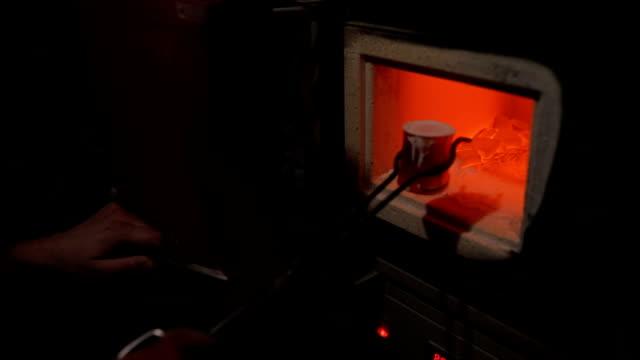 geschmolzener stahl - fackel stock-videos und b-roll-filmmaterial