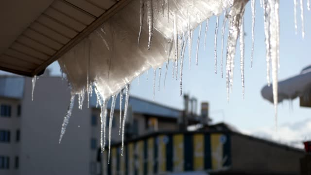 smältande istappar och solljus på en takterrass - icicle bildbanksvideor och videomaterial från bakom kulisserna