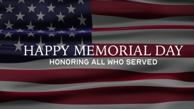 """баннер ко дню памяти с надписью """"чествования всех, кто служил"""" сша флаг на заднем плане. 4k баннер. - memorial day стоковые видео и кадры b-roll"""