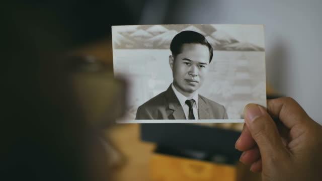 minnen - sentimentalitet bildbanksvideor och videomaterial från bakom kulisserna