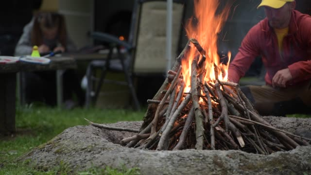 men burning rv camp fire. - campeggio video stock e b–roll
