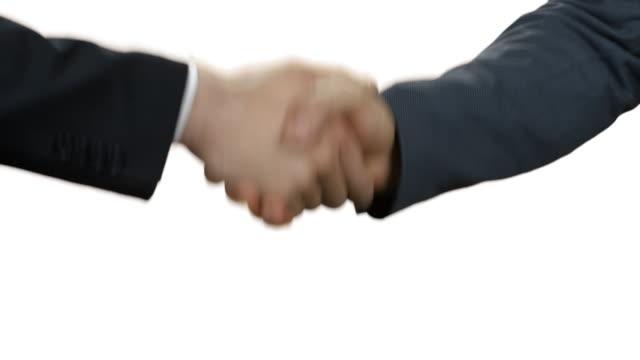 Männer in Anzügen Händeschütteln. – Video