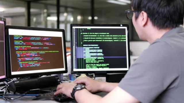 men is code programming - due oggetti video stock e b–roll