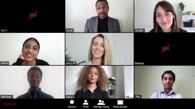 vídeos y material grabado en eventos de stock de hombres liderando una reunión en línea de 9 personas - zoom meeting
