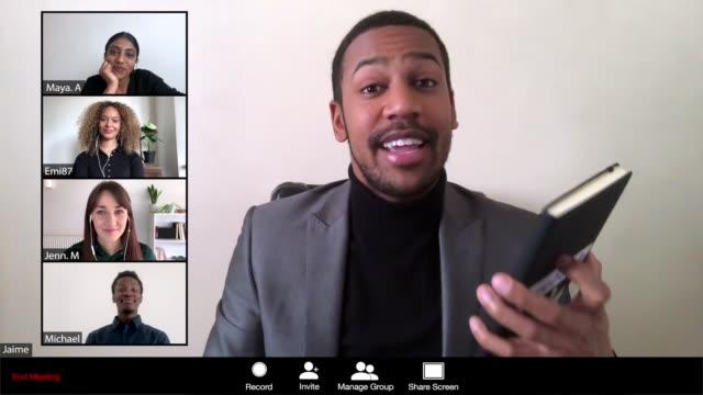 vídeos y material grabado en eventos de stock de hombres liderando una reunión en línea - zoom meeting