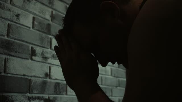men praying at prison cell - арест стоковые видео и кадры b-roll