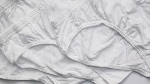 vidéos et rushes de sous-vêtements hommes isolé sur fond blanc - homme slip