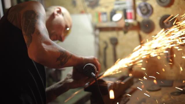 men working with angle grinder in workshop - narzędzie z napędem elektrycznym filmów i materiałów b-roll
