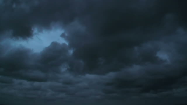 menacing stormy dark clouds moving in fast motion timelapse; background - 多雲 個影片檔及 b 捲影像