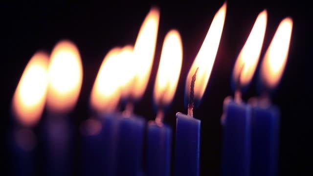 vídeos y material grabado en eventos de stock de menorá velas-vídeos en alta definición - hanukkah