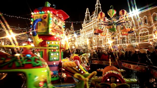 Merry Go Round フェスティブホリデーキャンペーンライトで、クリスマスのカーニバルます。 ビデオ