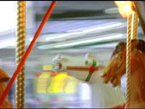 sd karuzela zbliżenie koni - część ciała zwierzęcia filmów i materiałów b-roll