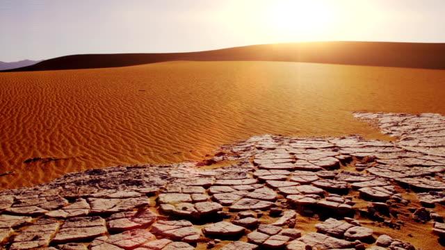 vídeos de stock e filmes b-roll de dunas planas de mesquite. nascer do sol - parque nacional do vale da morte