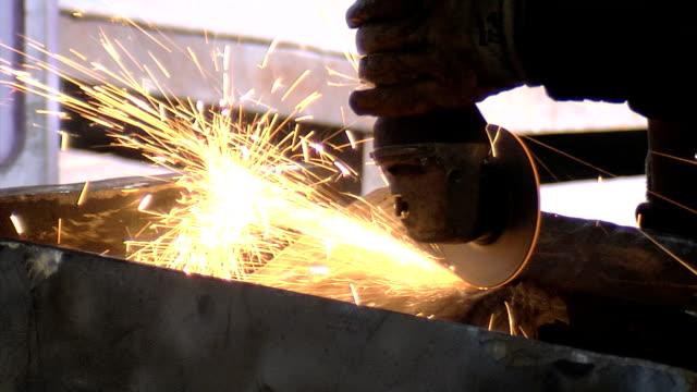 vídeos y material grabado en eventos de stock de corte de metal - sparks
