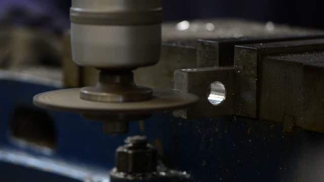 metal cutting - truciolo video stock e b–roll