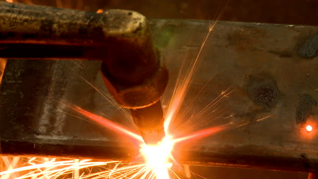 Metal cutting with gas video