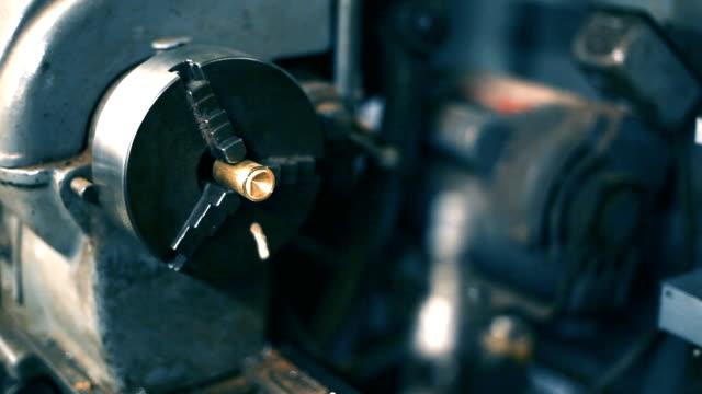 워크샵에 금속 선반 - 척 드릴 부속품 스톡 비디오 및 b-롤 화면