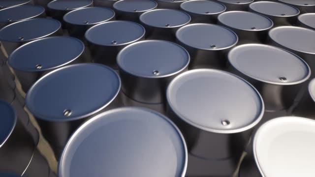 vídeos de stock e filmes b-roll de metal oil barrel on sand 4k - barrica