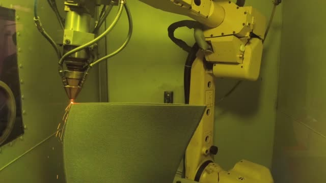 a impressora do metal 3D produz uma peça de aço. - vídeo