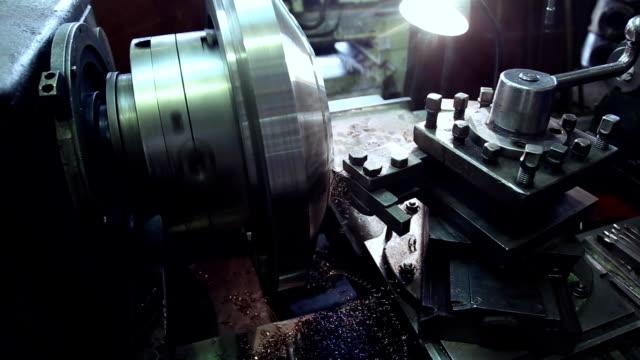 vídeos de stock e filmes b-roll de metal working, industrial equipment, metal shavings - produto de carne