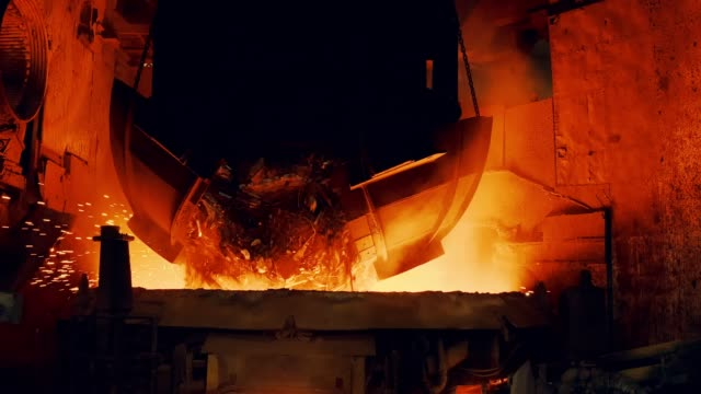 vídeos de stock e filmes b-roll de metallurgical plant - start steel furnace - aço