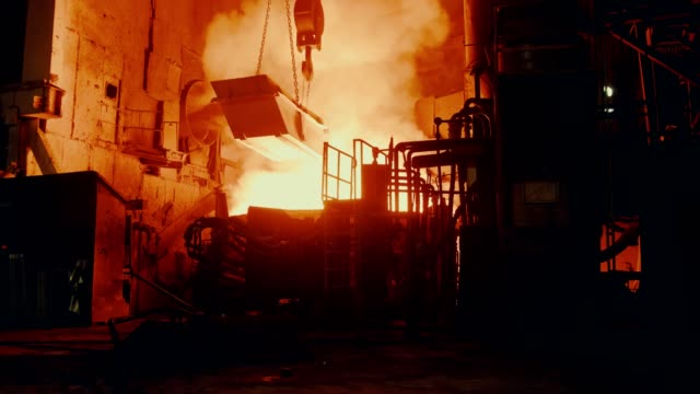 metallurgical plant - steel furnace - attrezzatura energetica video stock e b–roll