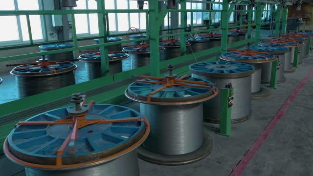 hüttenwerk, stahldraht korrosionsbehandlung linie - aluminium stock-videos und b-roll-filmmaterial