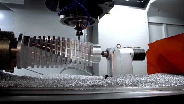 metallbearbetning cnc fräsmaskin. - cnc maskin bildbanksvideor och videomaterial från bakom kulisserna