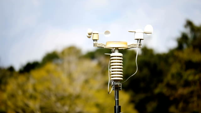 meteorologiska väderstation antenn - barometer bildbanksvideor och videomaterial från bakom kulisserna