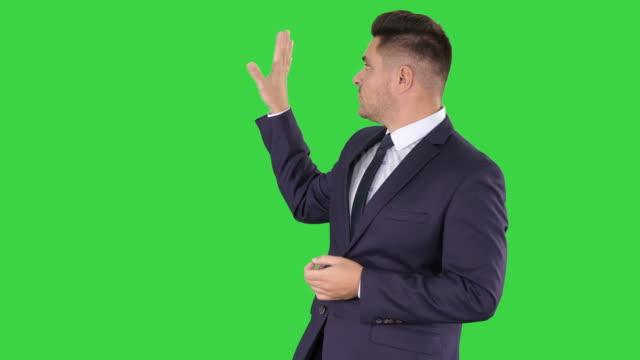 vídeos de stock e filmes b-roll de meteorologist forecasting on a green screen, chroma key - weatherman