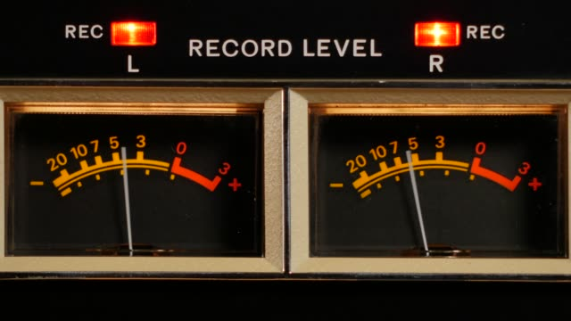 vu meters of a reel to reel taperecorder playing music - cassetta video stock e b–roll