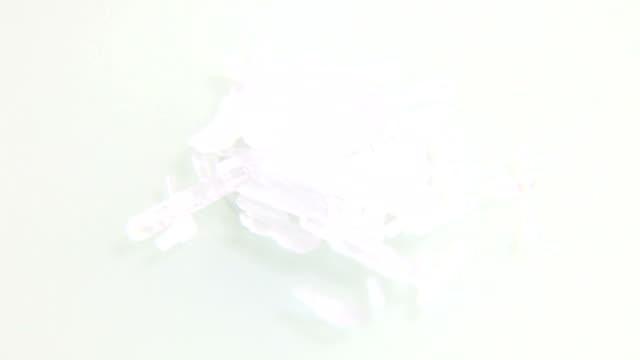 stockvideo's en b-roll-footage met methamphetamine crystal meth - amfetamine