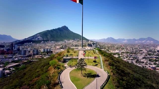 mexican flag in obispado - мексика стоковые видео и кадры b-roll